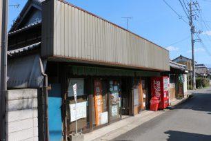 店構えは、昔ながらの食料品店のまま。
