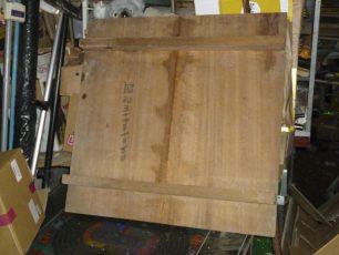 女将さんが店の奥をがさごそと探して、取り出してきた大きな打ち台。裏に昭和54年10月と日付けが書いてありました。