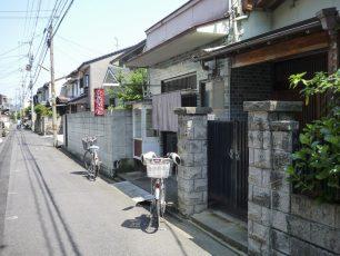 松川屋前の路地