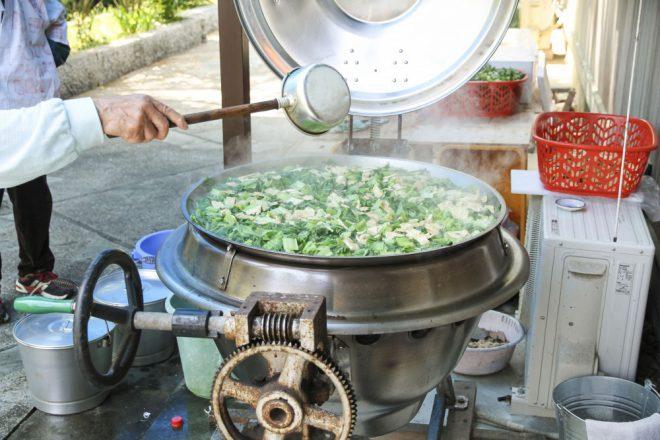 下茹でアク抜きせずにそのまま大鍋で炊く